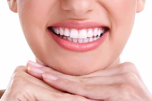 Ce produse albesc dintii?